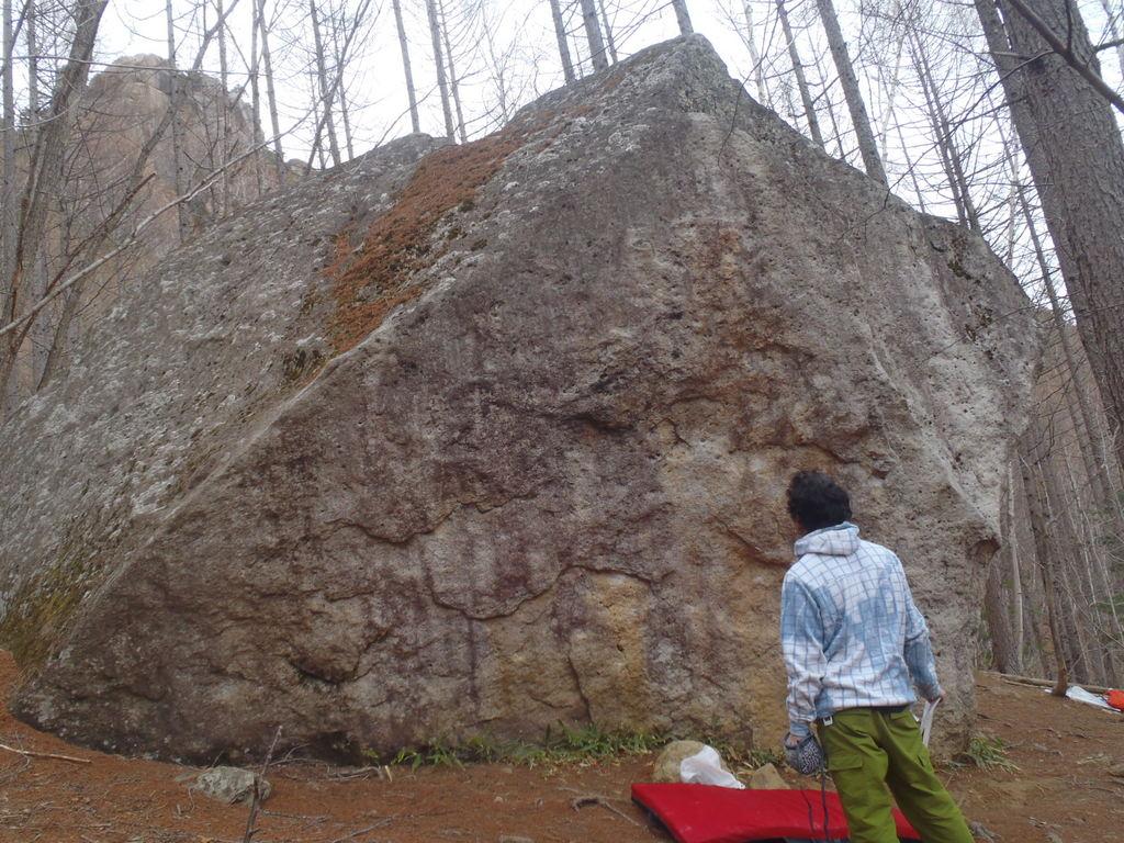 石の塊。こいつも結構高いなーー。